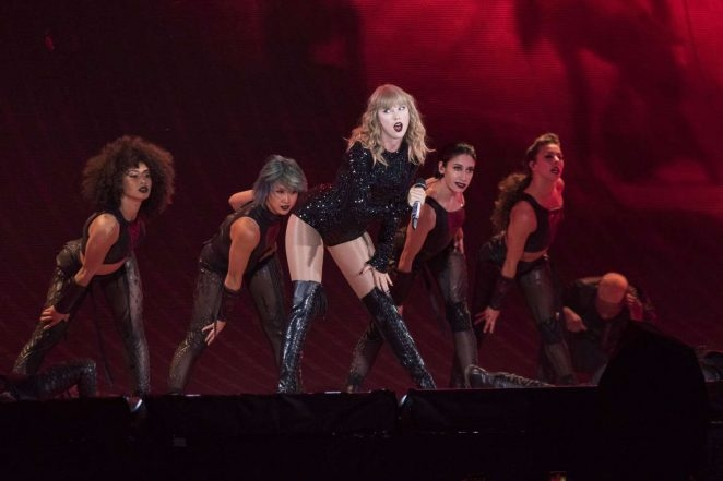 Taylor Swift New Jersey MetLife Stadında