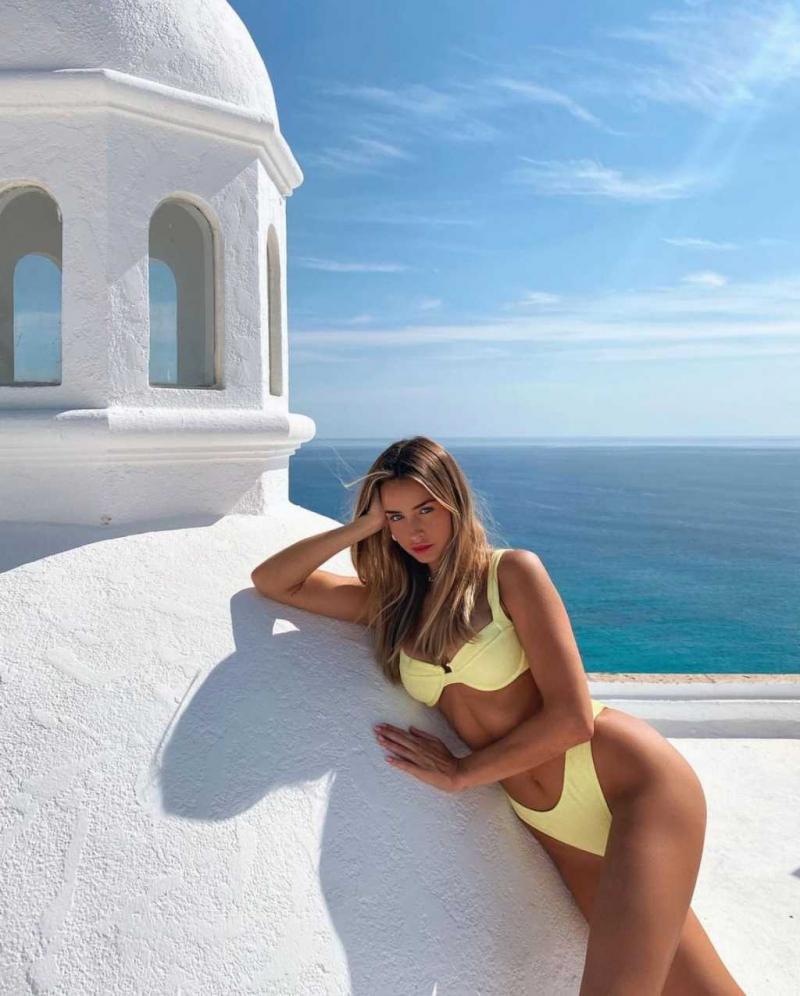 Madi Edwards bikini ile fotoğraf çekimlerinde