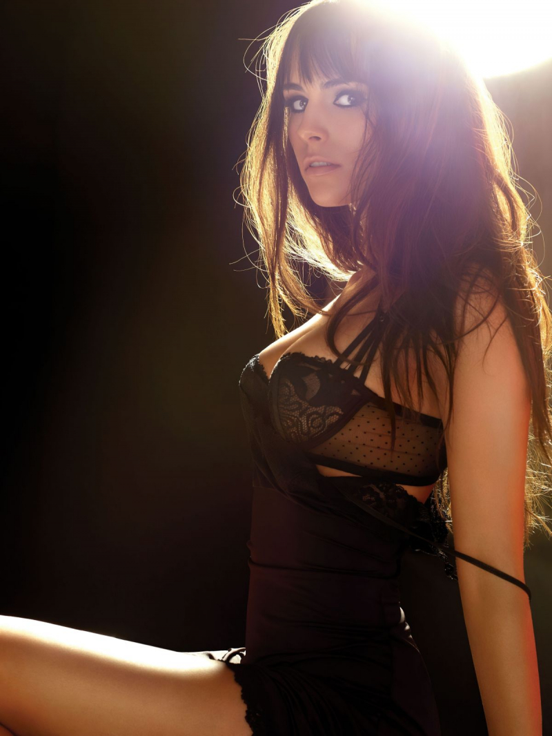 Jordana Brewster Maxim Magazin çekimlerinde