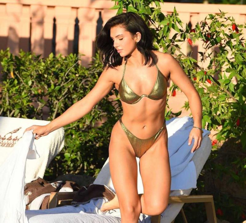 Alexandra Cane tanga bikiniyle Tenerife'de