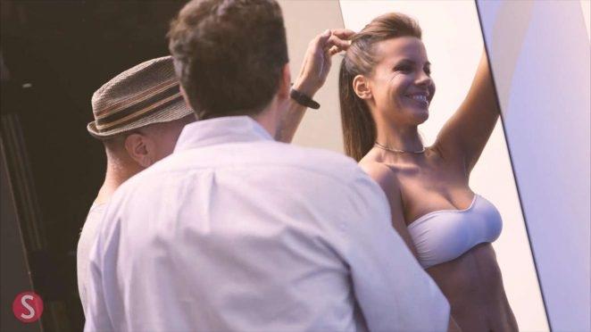Kate Beckinsale mini şort ve iç çamaşırıyla