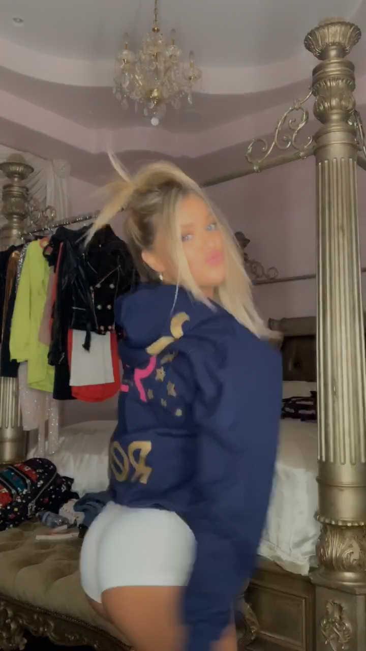 Kaylyn Slevin'den dans
