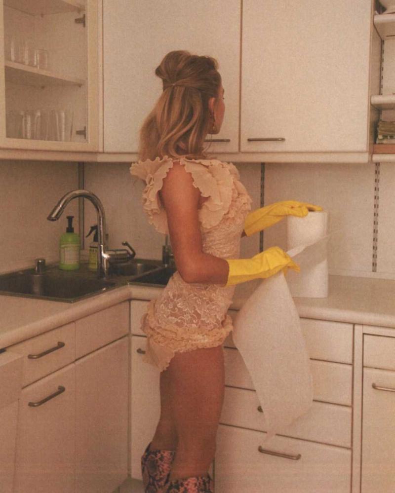 Sydney Sweeney mutfakta çekimlerde