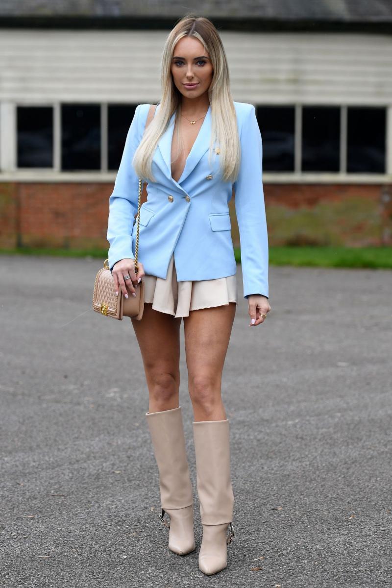Amber Turner mini etekle The Only Way is Essex setinde