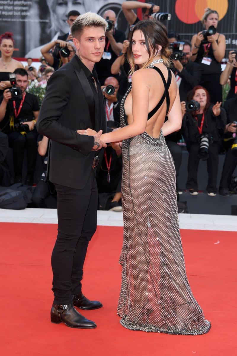 Bella Thorne transparan elbise ile Joker prömiyerinde