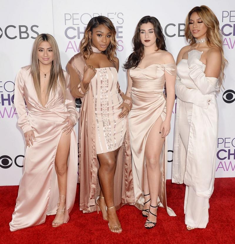 Fifth Harmony takım elbiseyle etkinlikte