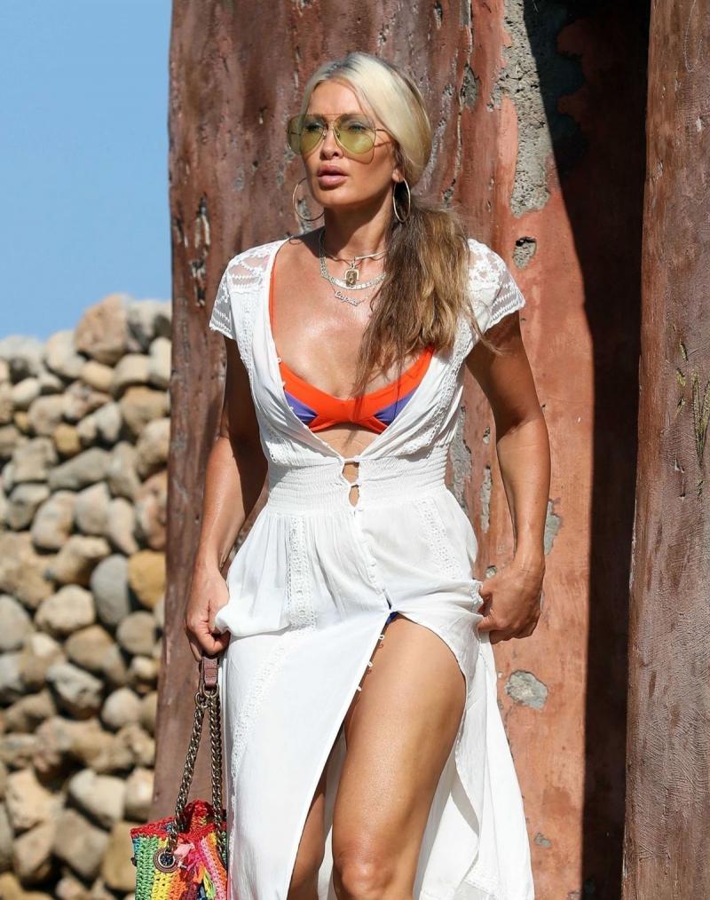 Caprice Bourret Ibiza'da
