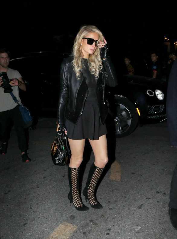 Paris Hilton transparan kıyafetiyle Logan Paul partisinde