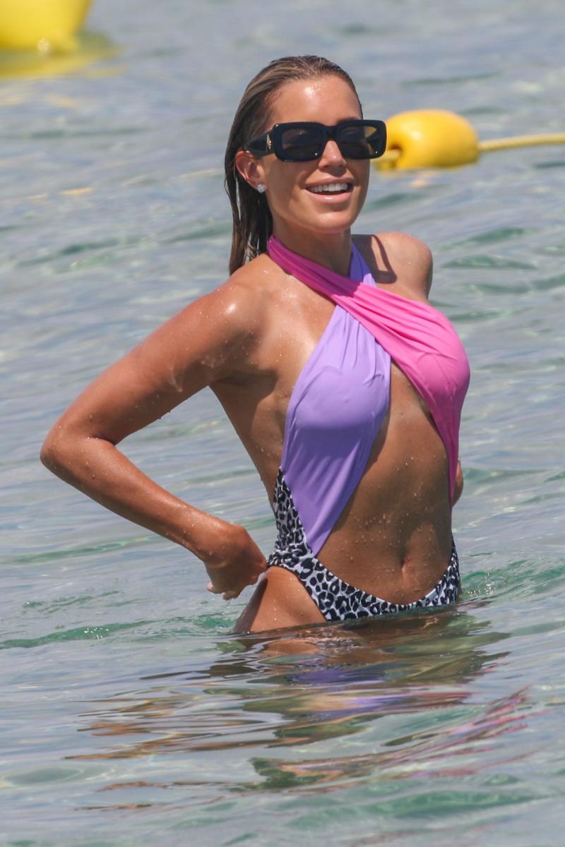 Sylvie Meis bikini ile Saint Tropez'de plajda