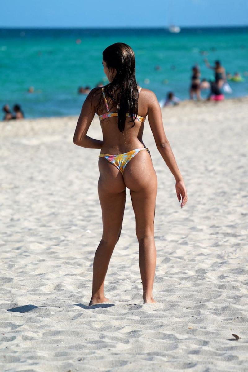Maia Reficco bikini ile Miami plajında