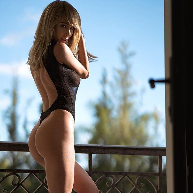 Sara Jean Underwood bikini ve mayo çekimlerinde