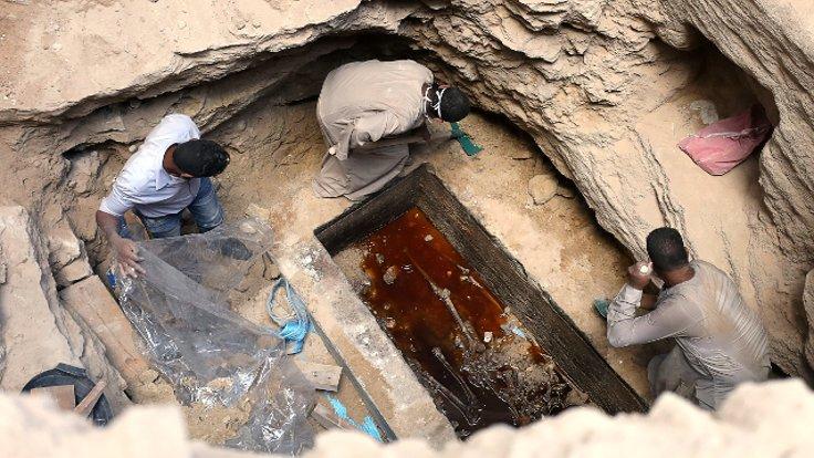 2 bin yıllık lahitteki pis suyu içmek için imza topluyorlar