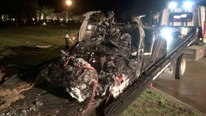 '2 kişinin öldüğü Tesla kazasında otopilot devrede değildi'