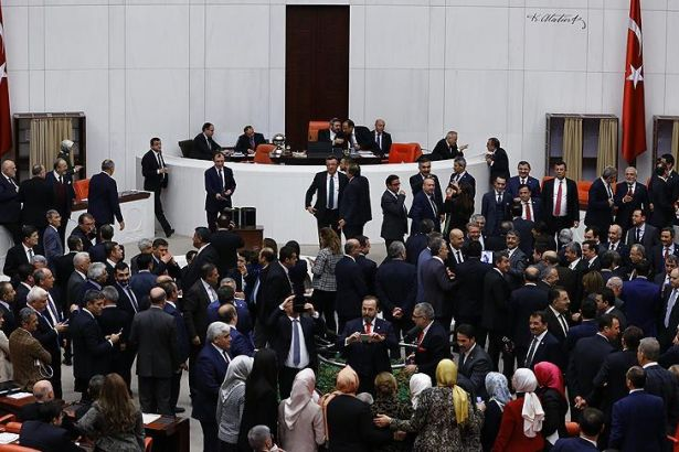 550 milletvekilinin 600'e çıkarılması 343 oyla kabul edildi