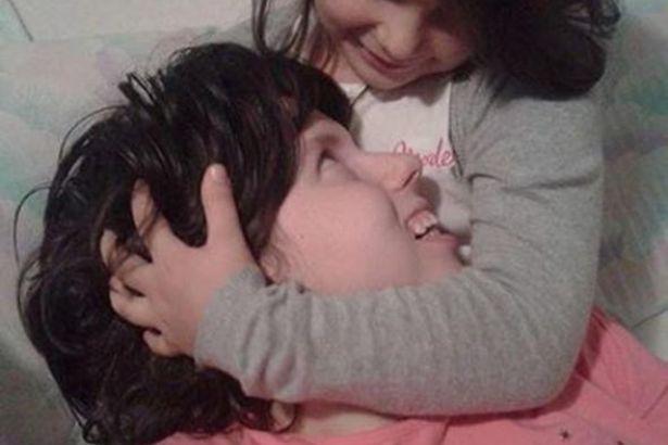 7 yıl sonra komadan uyandı ve kızıyla tanıştı