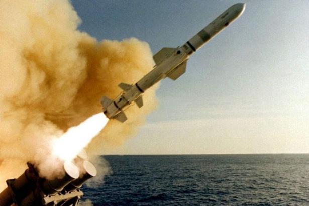 ABD Yemen'i vurdu, İran bölgeye savaş gemilerini gönderdi!