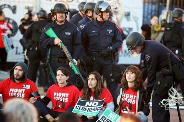 ABD'de asgari ücret eylemlerinde çok sayıda kişi gözaltına alındı
