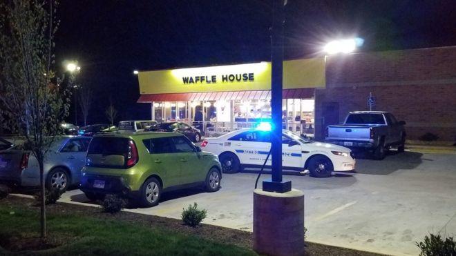 ABD'de çıplak bir saldırgan kafeyi bastı, üç kişiyi öldürdü