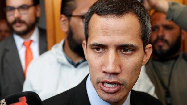 ABD'den aldığı emirle kendini devlet başkanı ilan eden Guaido'ya yurtdışı yasağı