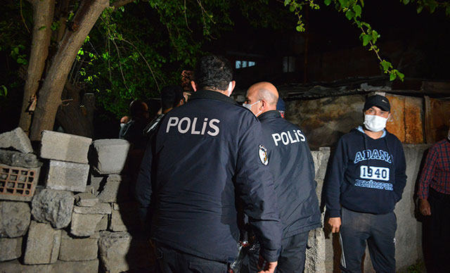 Adana'da tartıştığı babası ve ağabeyini bıçaklayarak öldürdü