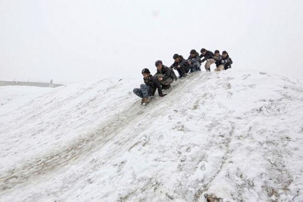 Afganistan'da 27 çocuk soğuktan öldü