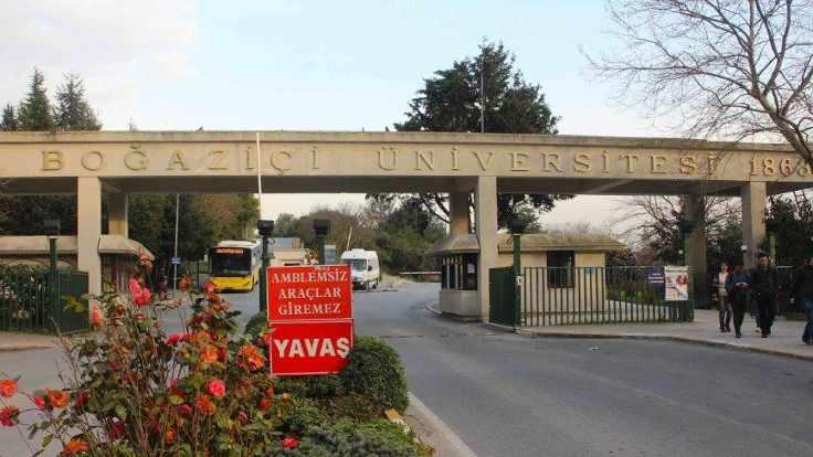 Afrin için lokum dağıtanlara tepki gösteren öğrenciler gözaltına alındı