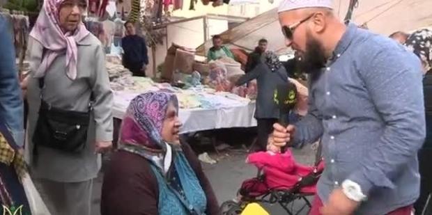 Ahsen TV muhabiri yine kovuldu! Yürü git başımdan, defol git!