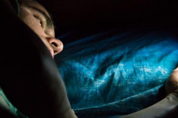 Akıllı telefonlardan yayılan mavi ışık tehlikesi
