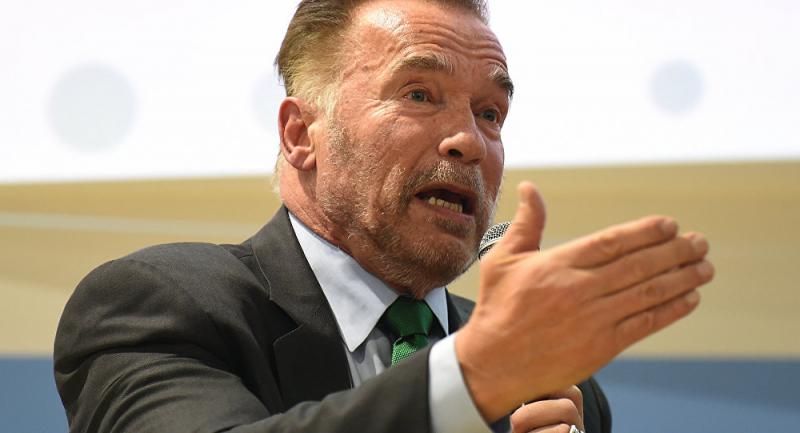 Arnold Schwarzenegger'in uğradığı saldırı kameraya yansıdı