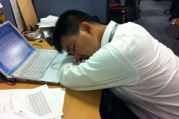 Aşırı çalışmak ölüme neden oluyor