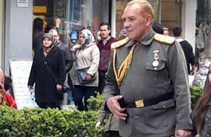 Atatürk'e benzediği için etkinliklere katılan Göksel Kaya, eleştirilere yanıt verdi