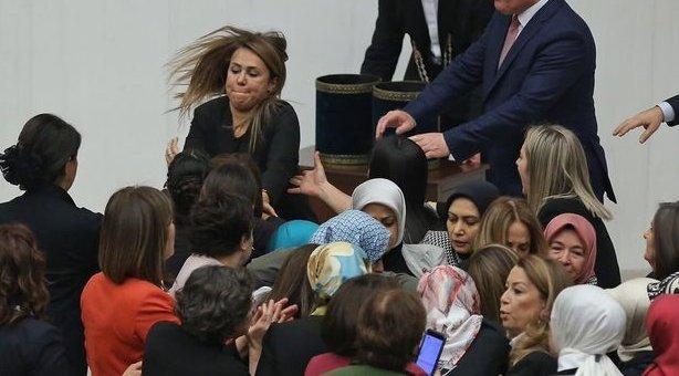 Aylin Nazlıaka: AKP'liler saçlarımı çektiler, MHP'ye mesaj vermek istemiştim