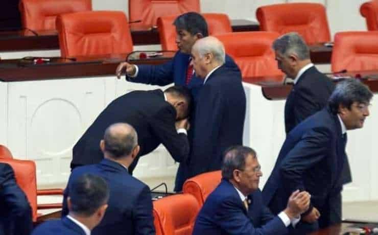 Bahçeli'nin elini öpen İYİ Partili MHP'ye geçti
