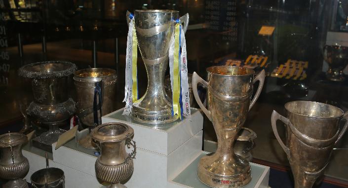 Başıyla camı kırıp Fenerbahçe'nin kupasını çaldı