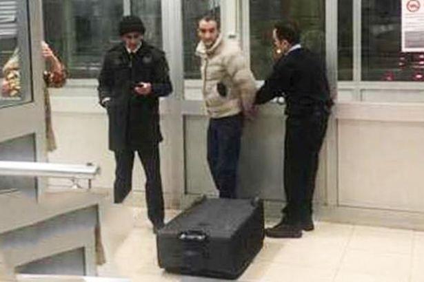 Bavuldan sevgilisi çıktı, gözaltına alındı...