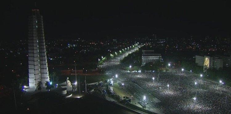 Bir milyonun üzerinde kişi Fidel Castro'yu uğurladı
