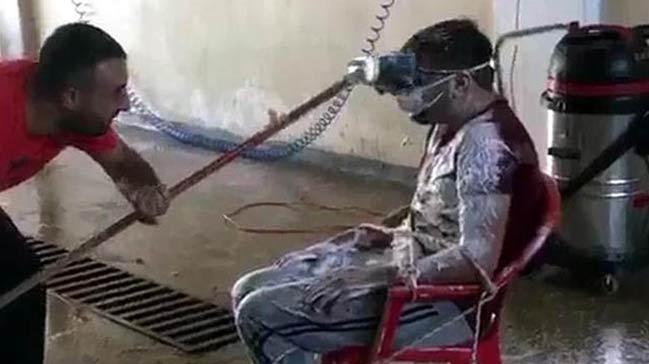 Çalışanını sandalyeye bağlayıp tazyikli suyla yıkadı!