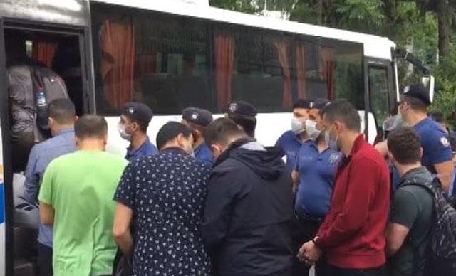 Cemaat operasyonunda gözaltına alınan 15 asker adliyeye sevk edildi
