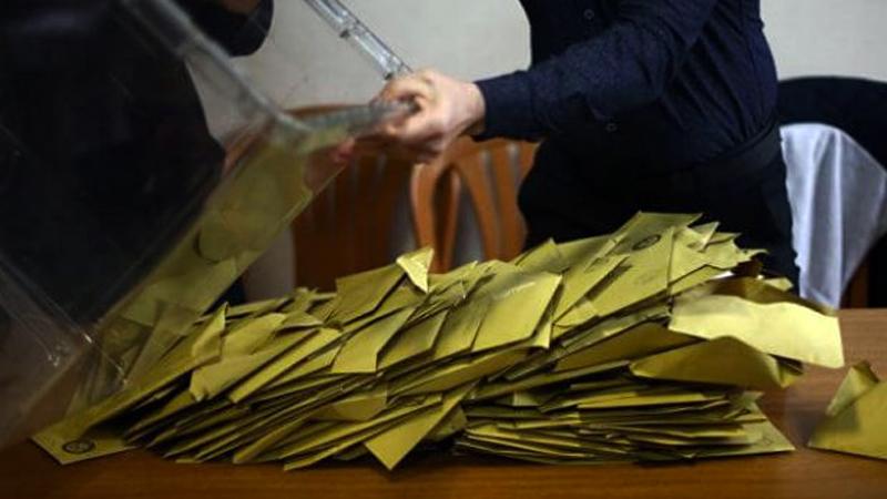 CHP'nin itirazı üzerine kamu görevlisi olmayan sandık görevlileri listeden çıkartıldı