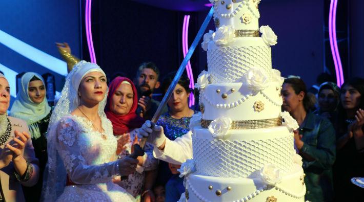 Damat 'Cumhurbaşkanına hakaret'ten tutuklanınca gelin tek başına düğün yaptı