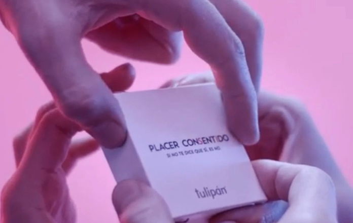 Dört elle açılan 'karşılıklı rıza prezervatifi' üretildi