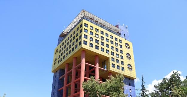 'Dünyanın en saçma binası' Kahramanmaraş'ta