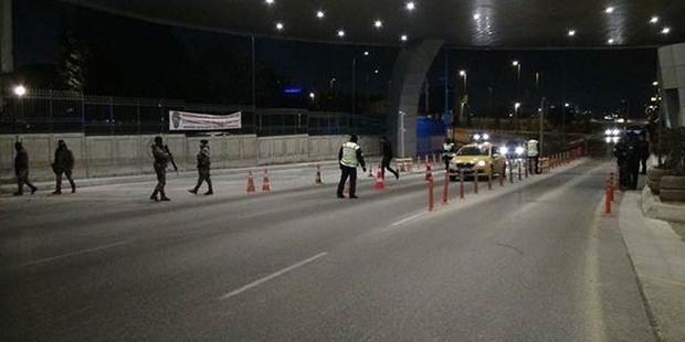 'Dur' ihtiyarına uymayan minibüs, İstanbul polisini alarma geçirdi