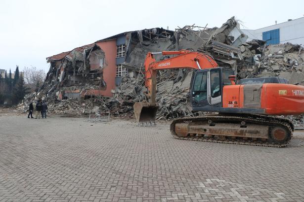 Elazığ'da deprem nedeniyle okulların açılışı 24 Şubat tarihine ertelendi