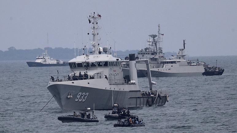 Endonezya'da 53 kişinin bulunduğu denizaltı ile irtibat kesildi