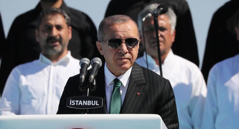 Erdoğan: İstanbul'u sel bastı, beyefendi tatilde