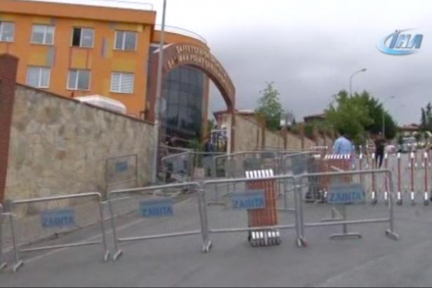 Erdoğan'ın oy kullanacağı okulda seçmenlerin üzeri aranıyor