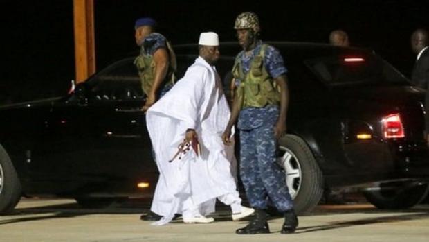 Eski Gambiya lideri sürgüne gitti, 11 milyon dolar kayıp