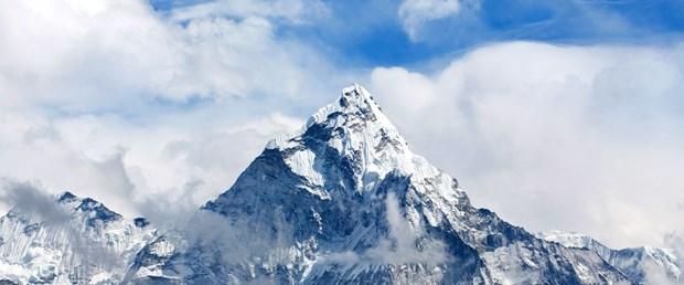 Everest'te 15 günde 3 ton çöp toplandı