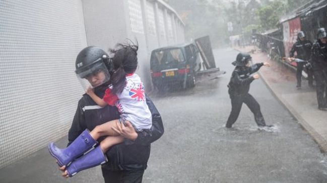 Filipinlerde tayfun nedeniyle 66 kişi hayatını kaybetti